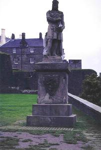 Robert the Bruce Statue. Click to tour Stirling Castle